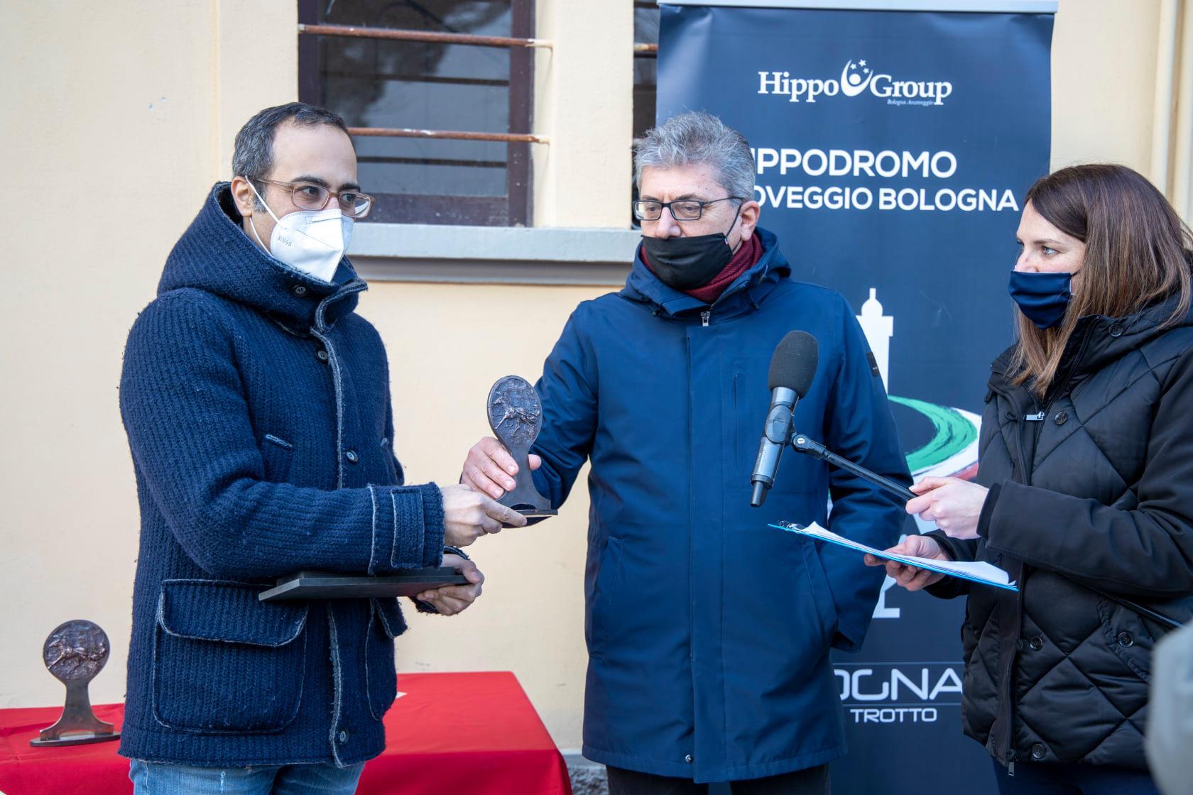 Il Presidente del Club Gentlemen Emilia-Romagna MICHELE CANALI durante la consegna dei premi aL Gentleman Driver vincitore FILIPPO MONTI